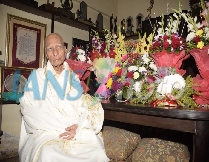 Legendary music composer Khayyam celebrates his 92th birthday at his residence in Mumbai on Feb 18, 2019. (Photo: IANS)