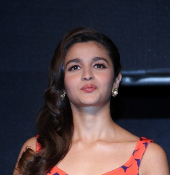 Would be a blast on set if I work with parents: Alia Bhatt