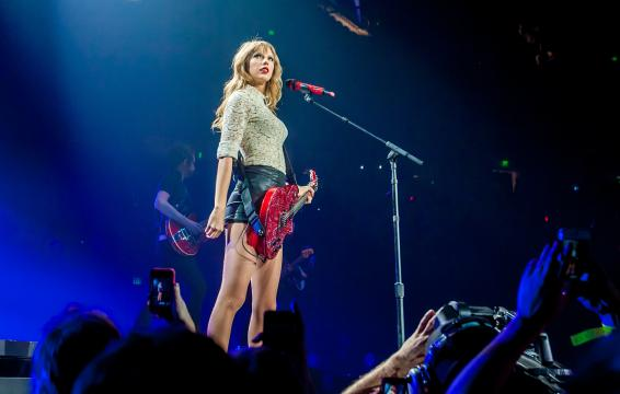 Taylor Swift banned from singing own songs; gets swift support
