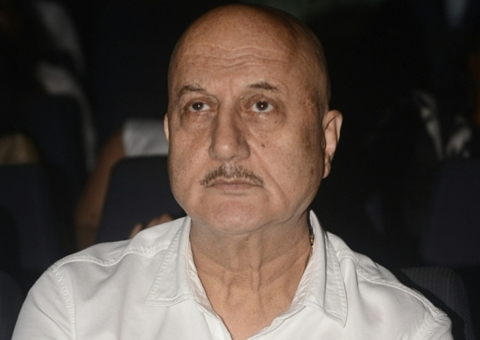 Anupam urges Manmohan Singh to watch 'The Accidental Prime Minister'