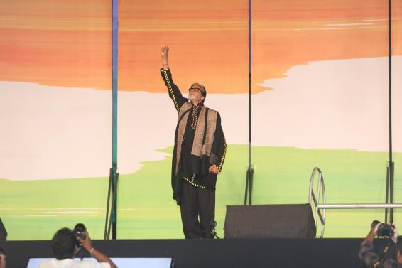 Big B plays 'guess' game with netizens