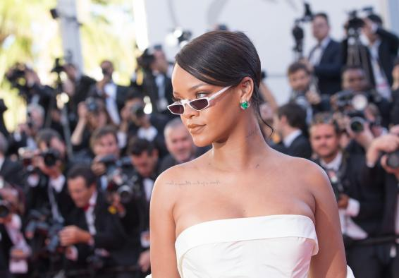 Rihanna buys ventilator for dad as he recovers from COVID-19