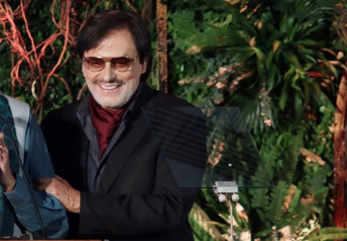 Sanjay Khan has 'extraordinary stories' for TV