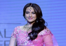 My parents want me to date 'susheel ladka': Sonakshi
