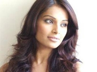 Bipasha changes hair colour