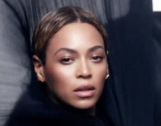 Beyonce Knowles shares new album online