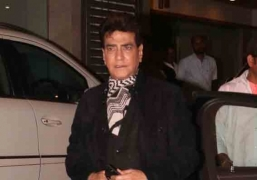 Jeetendra turns 77, dances to 'Jawaani jaaneman'