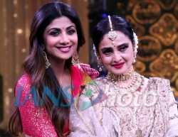 Mumbai: Dance reality show Super Dancer chapter 3 judge Shilpa Shetty with actress Rekha on the sets of the show, in Mumbai on May 21, 2019. (Photo: IANS)
