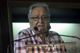 Sit-in against withdrawal of Bengali film from theatres, Soumitra calls it fascist policy
