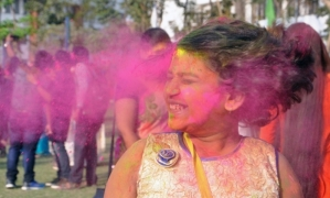 Organic guide to save hair, skin, eyes from ill-effects of Holi colours
