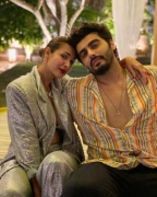 Malaika makes it Instagram official with Arjun Kapoor