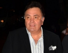 Big B a super actor and now family: Rishi Kapoor