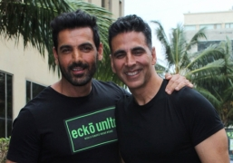 Akshay and John's I-Day Box-office battle gathers force